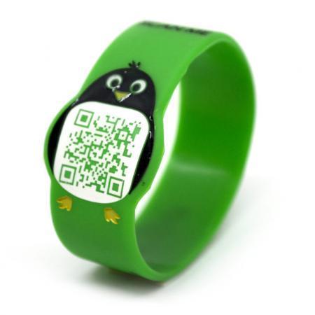 Pin-Go Braccialetto per bambini anti smarrimento con QR Code verde