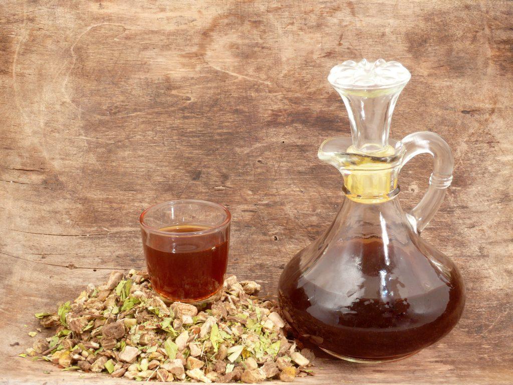 Amaro svedese di Maria Treben proprietà e benefici